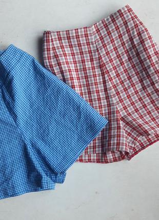 Голубые шорты в мелкую клетку