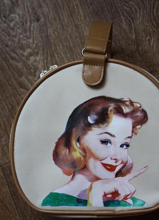 Дорожная сумочка, косметичка avon в стиле pin-up  несессе́р