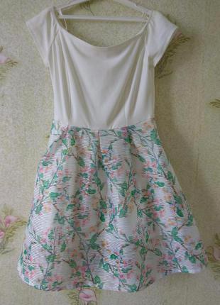 Красивое платье с открытыми плечами atmosphere
