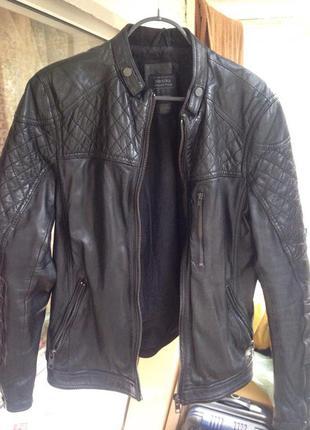 Mужская кожаная куртка bershka