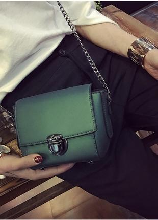 Стильный зеленый клатч-сумочка на цепочке из экокожи!