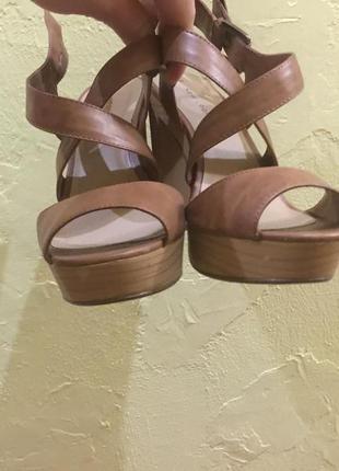 Летние босоножки на каблуке new look