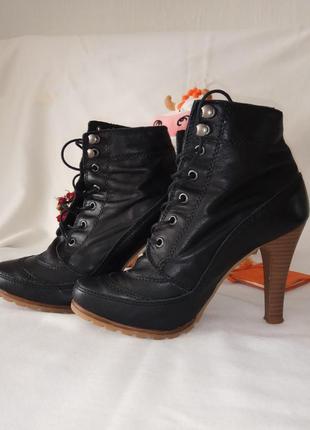 Демисезонные ботинки ботильоны на каблуке bata, чехия.
