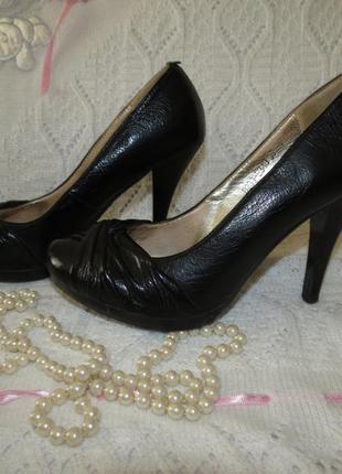 Черные  туфли selena