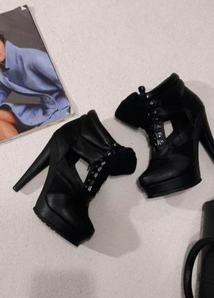 Стильные туфли- ботиночки размер 38 подойдут на 37.5