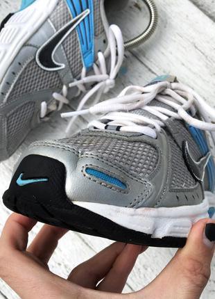 Спортивные стильные кроссовки