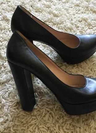 Натуральные кожанные туфли на высоком каблуке