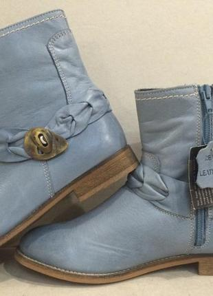 Импортные  демисезонные стильные сапожки красивого цвета стелька 24.5 см