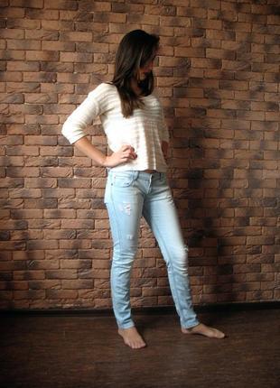 Светло-голубые джинсы с низкой талией, низкая посадка