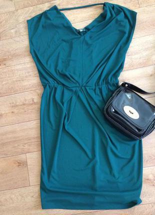 Красивое изумрудное коктейльный платье миди
