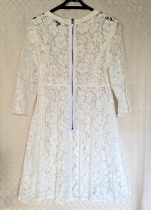 Бело-кремовое кружевное мини платье