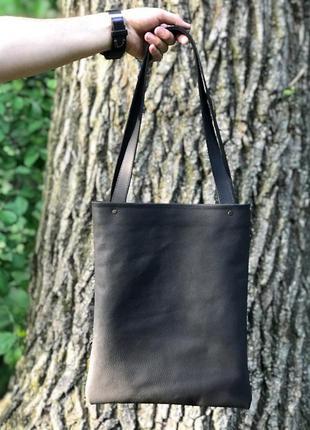 Практичная сумка-шоппер из натуральной кожи чёрного цвета