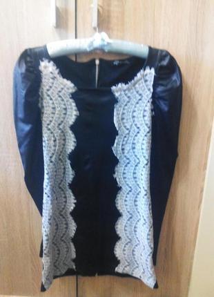 Стильное платье с кружевом sisters point