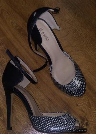 Босоножки / туфли на каблуке