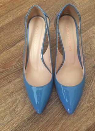 Літні туфлі фірми карло пазоліні