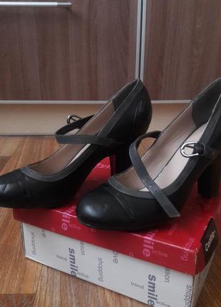 Элегантные туфельки  на низком каблуке