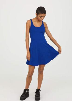 Короткое платье с открытой спиной  h&m
