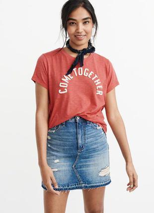 "Kрасная  футболка с принтом ""come together"" abercrombie & fitch"