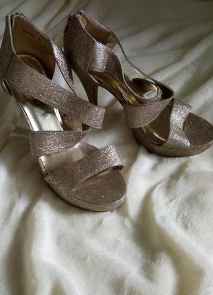 Босоножки золотые, блёстки высокий каблук