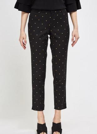 Черные джинсы чиносы с золотыми звездами