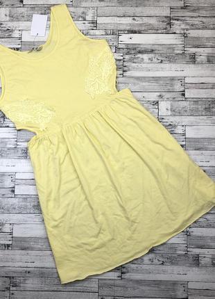 Тонкое летнее трикотажное платье, сарафан с вырезом сбоку, отделка кружевом