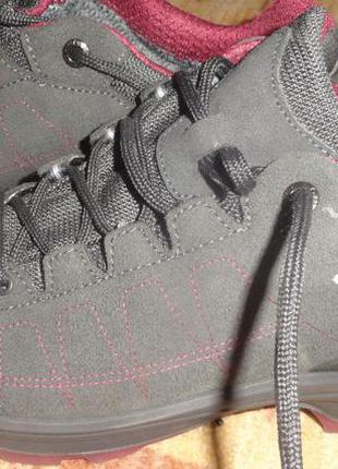 Бомбезні нові кросівки