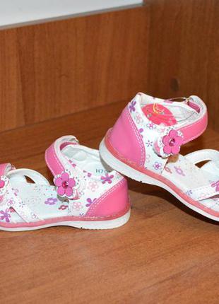 Босоножки сандали для девочки.