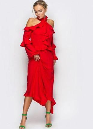 Ярко-красное платье платье-миди