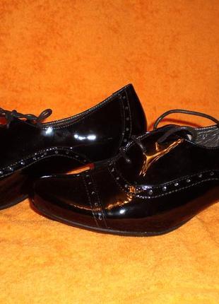 Осенне-весенние лаковые туфли.