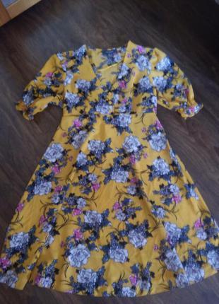 Очень красивое платье с цветочным принтом