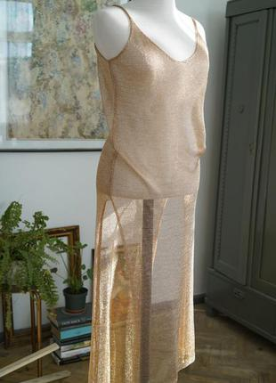 Пляжное платье-кольчуга переливается на солнце