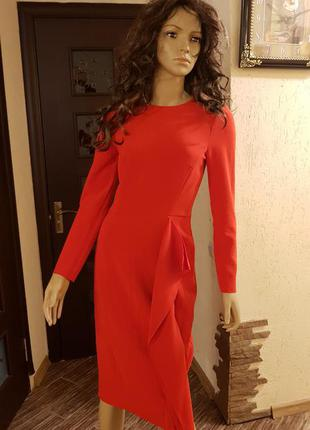 Шикарное платье  с воланом
