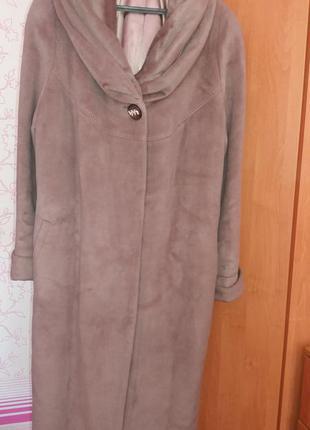 Пальто демисезонное, можно на теплую зиму. состояние идеальное.