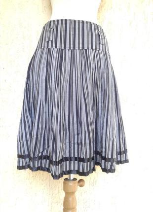 Серая стальная в черную полоску юбка ,m - l.
