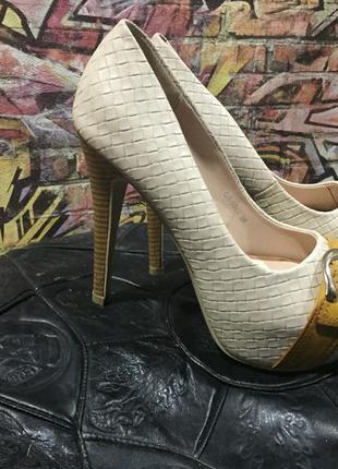 Туфли на высоком каблуке с платформой 38 размер