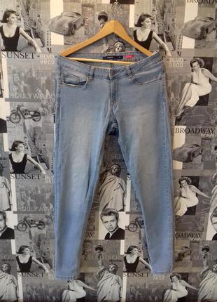 Распродажа! легкие светлые коттоновые джинсы от reserved