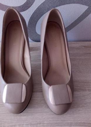 Туфли на каблуку 39р