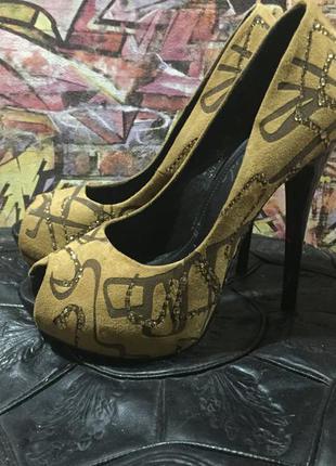 Туфли на платформе и высоком каблуке шпильке размер 37 в стразах