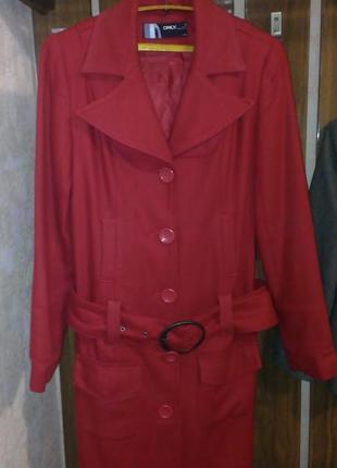 Пальто демисезонное размер s.