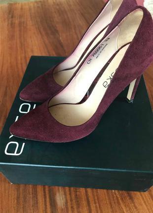 Туфлі на високому каблуку braska