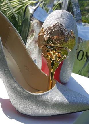 Туфлі. лодочки. туфли на высоком каблуке.