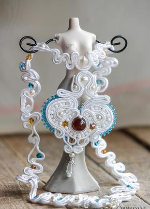 Белое колье, украшение на шею ручной работы