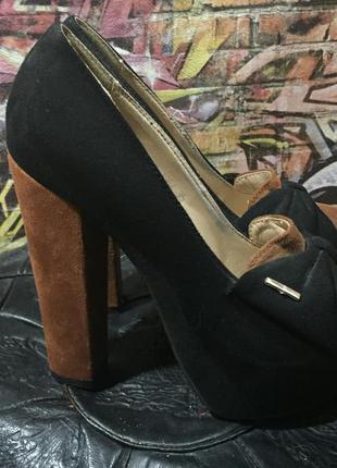 Туфли замшевые на высоком устойчивом каблуке размер 35