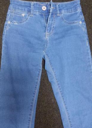 Очень стильные джинсы bershka