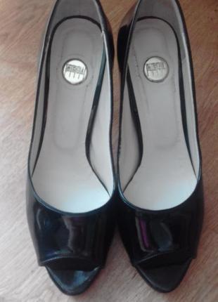 Стилные лаковые туфли шпилька/классика / 39