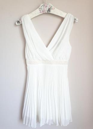 Белое платте плиссе asos petite ( на девушку маленького роста)