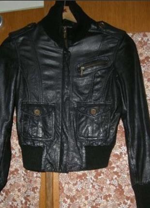 Куртка женская кожаная черного цвета,р.46-310грн.