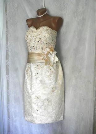 Праздничное платье молочного цвета. l