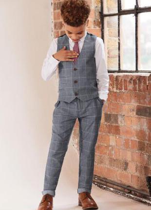 Очень стильный,и нарядный костюм next