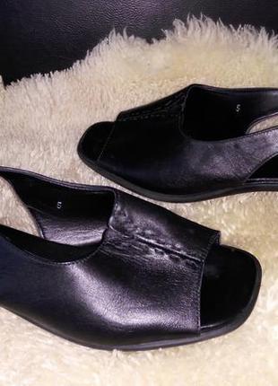 Footglove босоножки 38 р по ст 24 см ширина 8.5 см каблуки 3 см